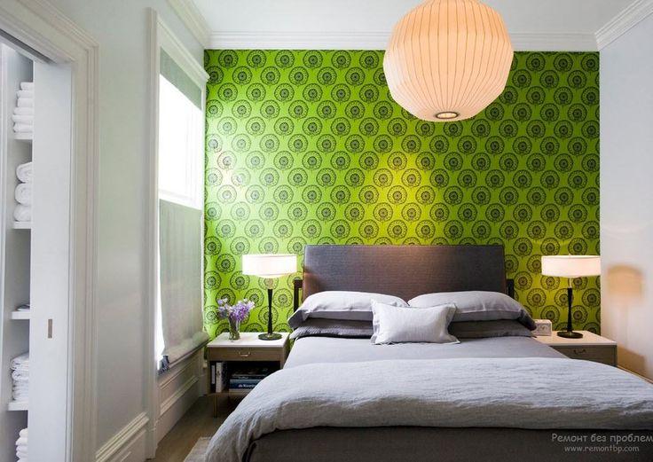 Яркий зеленый акцент в виде одной стены спальни