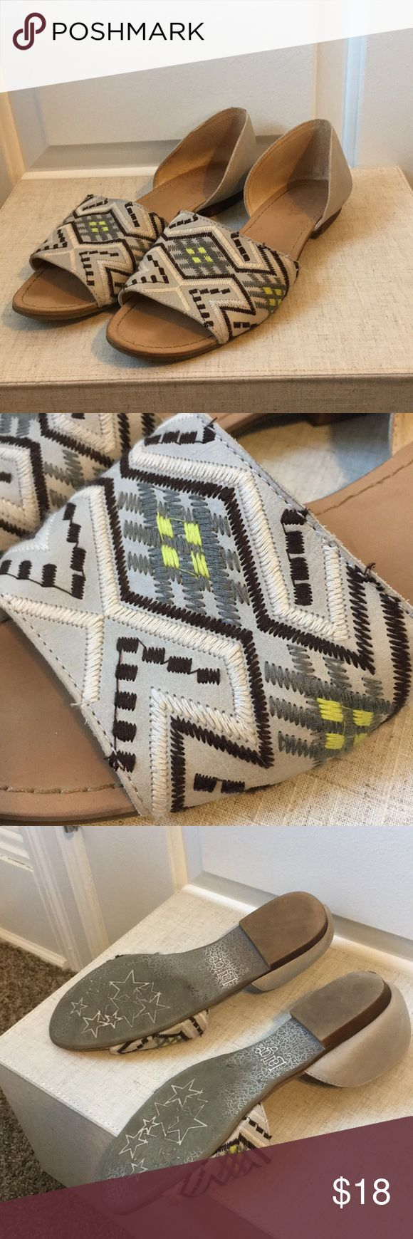 Anthropologie grey embroidered open toe flat Super comfy everyday flats Anthropologie Shoes Flats & Loafers
