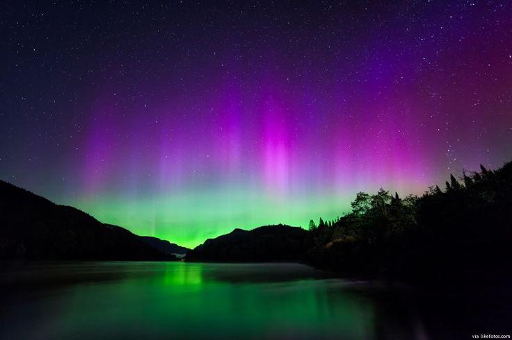Esplendor dos brilhos observado nos céus noturnos e que é chamado de Aurora Boreal (hemisfério norte) em referência à deusa romana do amanhecer, Aurora, e Bóreas, deus grego, representante dos ventos nortes. Este fenómeno polar também acontece no hemisfério do sul com o nome de Aurora Austral. Curiosamente as Auroras não são algo exclusivo somente …
