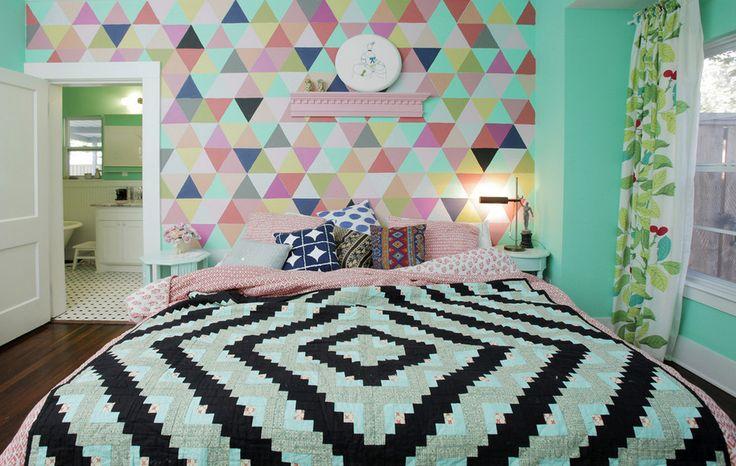 HousesDesign. Фотография из статьи «Геометрические принты в интерьере: яркие отголоски стиля поп-арт»