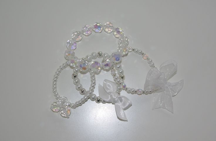 Er zijn weer nieuwe armbandjes toegevoegd, op de website. Kijk voor deze en nog veel meer mooie sieraden voor bruidsmeisjes op bruidskindermode.nl. Trouwen, bruiloft, huwelijk, bruidsmeisje, bruidskinderen, kindersieraden, communie, communiekleding.