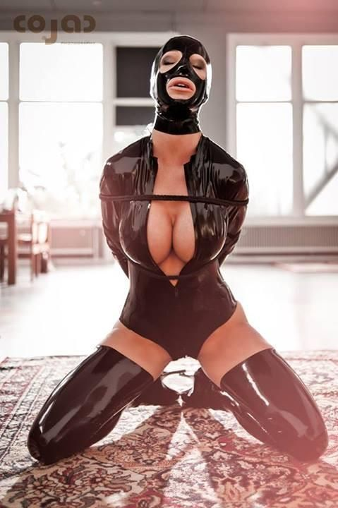 Latex slavegirl
