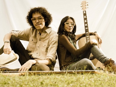 Endah N Rhesa is a musical project comprising acoustic guitar, bass and vocal. The musical nuance that Endah N Rhesa tries to bring out is folk, jazz, blues, rock and roll, and ballads. Endah Widiastuti (vocal, guitar) and Rhesa Aditya (bass) met each other in a rock band in early 2003. Shortly after the two left the band in 2004, Endah went solo, just like the way it used to be before joining the rock band. (www.endahnresha.com)