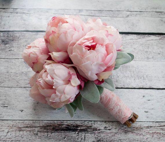 Blush Rosa Pfingstrose Bouquet mit Lamb's Ohr und Spitze