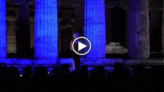 Paestum, Monica Guerritore tra i templi : �Dall�Inferno all�Infinito�. L'attrice e' stata protagonista del secondo...