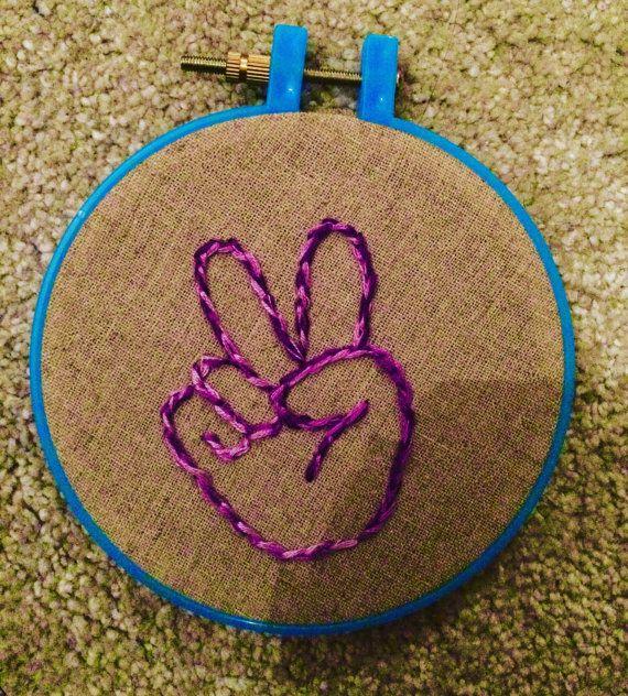 Pequeña mano bordada mano signo de la paz por CatsOddities en Etsy