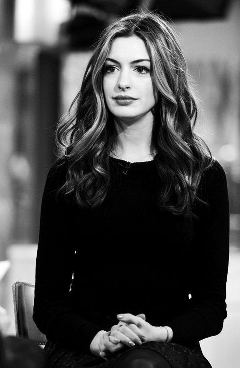 """""""Y yo tengo un 'no se que' que vuelve locos a todos""""   /     Anne Hathaway"""