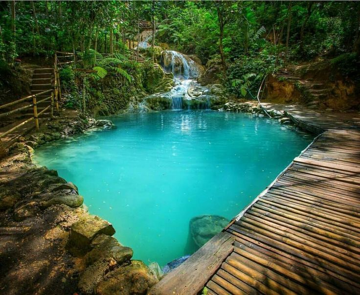 Taman Sungai Mudal merupakan Ekowisata yang menawarkan pesona keindahan air terjun. Sewa Mobil Jogja Murah, Rental Mobil Jogja, ELF, Avanza, Xenia, Innova.