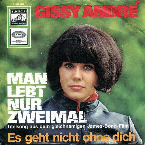 Gissy André mit Orchester  - Man Lebt Nur Zweimal. Titelsong aus dem gleichnamigen James Bond Film  - Es geht nicht ohne dick    http://www.youtube.com/watch?v=RyePcTQ4my8    Label: EMI E 23 456