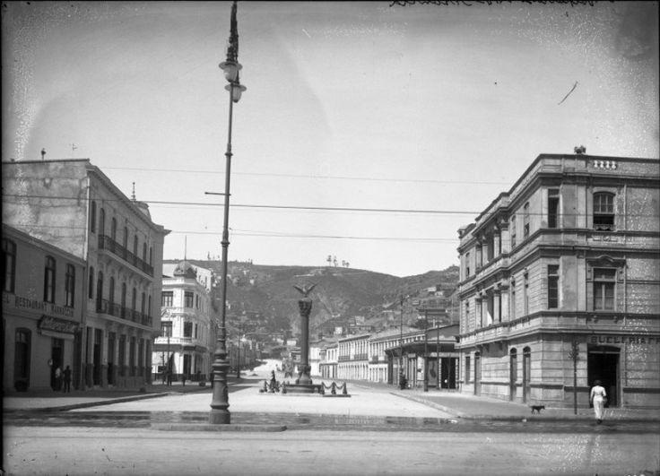 Avenida Francia c Victoria de Valparaiso y monumento recien inaugurado 1911