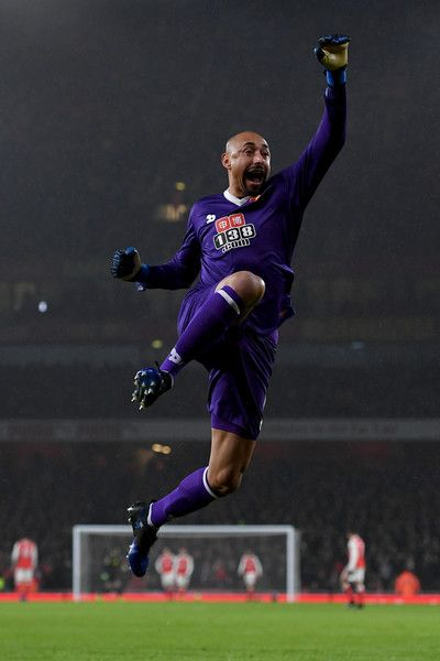 Heurelho Gomes of Watford celebrate a goal during the Premier League match between Arsenal and Watford at Emirates Stadium on January 31, 2017 in London, England.