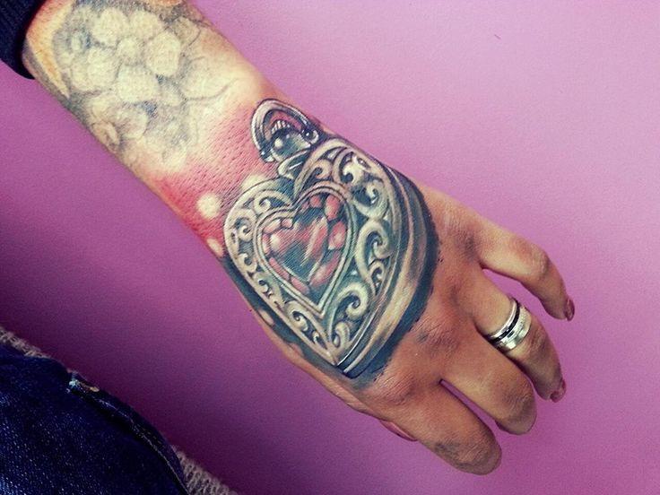 Heart, hands, tattoo, Montijo, Vinicius Tattoo