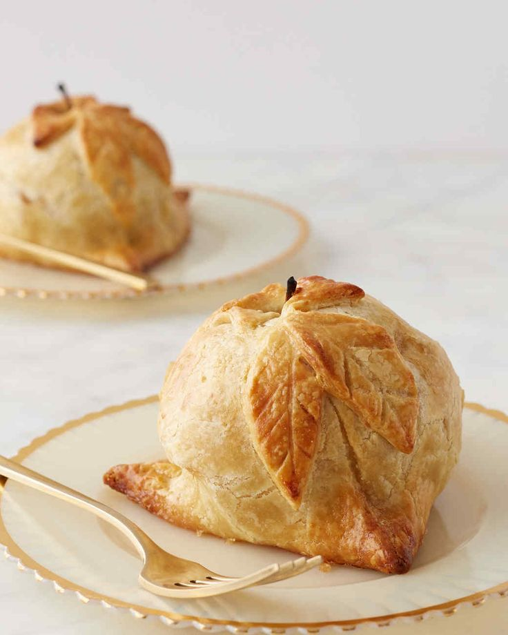 A traditional Pennsylvania Dutch dessert, these apple pastries are spiced with cinnamon and studded with raisins. Martha made this recipe on episode 708 of Martha Bakes.
