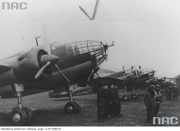 """The group of bombers PZL P-37 """"Los"""" with the crews shortly before the war."""