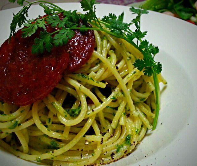 セロリで作ったジェノベーゼもどき。 美味しいハム屋のサラミをもらいました サラミとセロリでパスタ〜 美味しいサラミ残りはそのまま食べるかな。 - 318件のもぐもぐ - セロリで ペスト・じぇじぇジェーゼ by tata3