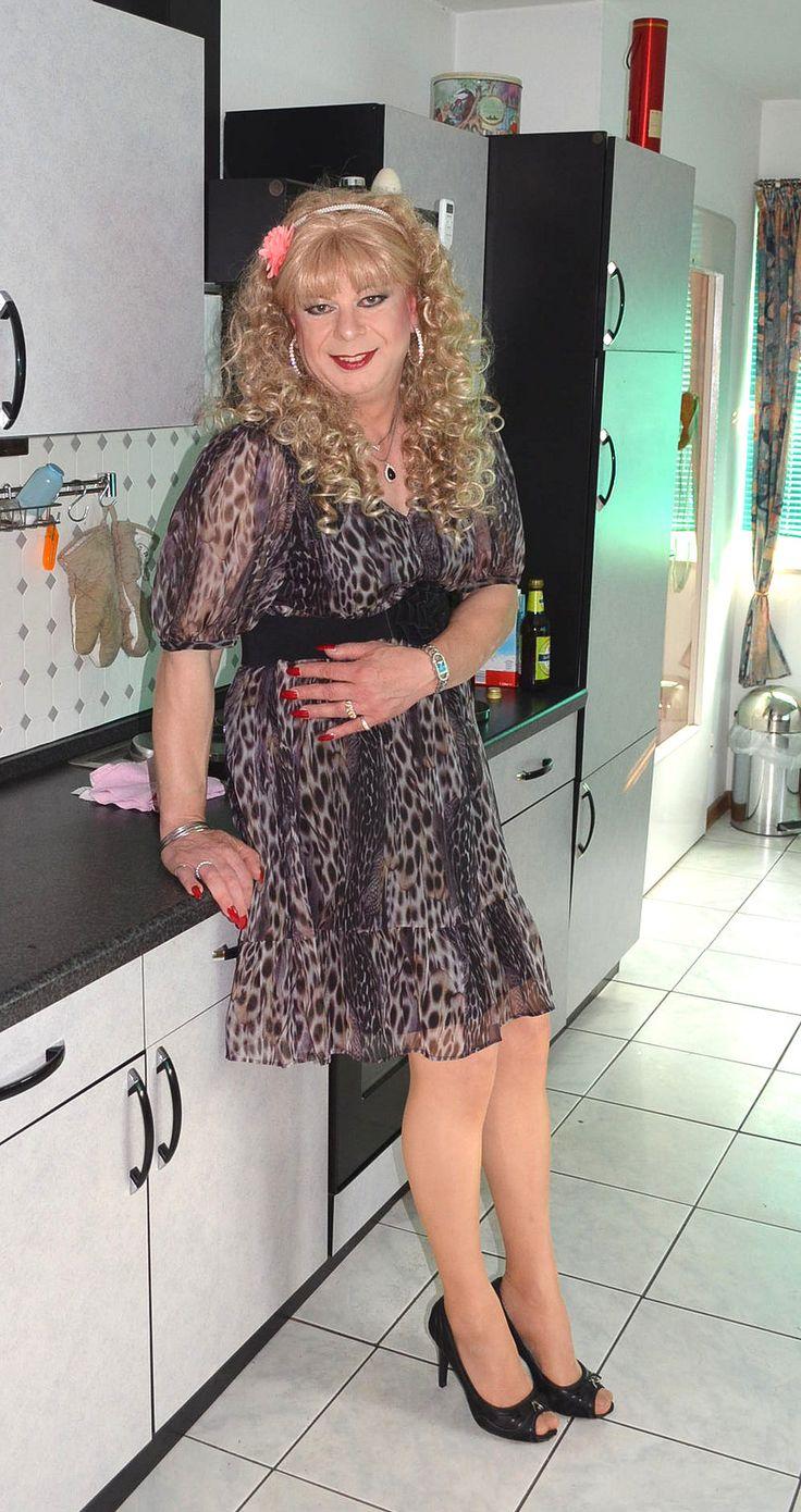 donner cougar women Watch milf francaise qui sait pomper et donner son cul at fapsrccom  uploaded april 23, 2016 tags amateur,anal,french,matures,pov,mature son,son.
