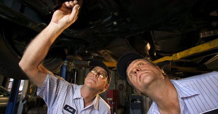 Síntomas de un filtro de transmisión sucio . La transmisión de un automóvil o camión regula la potencia del motor del vehículo. Esta potencia es transferida a las ruedas, las cuales mueven el vehículo. La transmisión es un sistema de importancia crítica y puede ser costoso repararla si algo falla. Familiarizarte con los síntomas de un filtro de transmisión sucio puede ayudarte a detectar ...