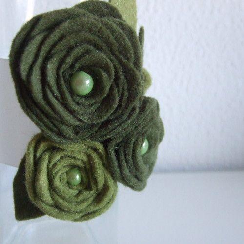 Polscorsage met groene roosjes
