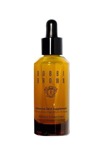 Im Test: Bobbi Brown - Serum: Konzentrierte Hautpflege - Die Regeneration der Haut unterstützen - das haben sich sogenannte Repair-Seren auf die Fahne, pardon, aufs Etikett geschrieben. In ihnen stecken meist Substanzen, die die Zellerneuerung beschleunigen, wie z...