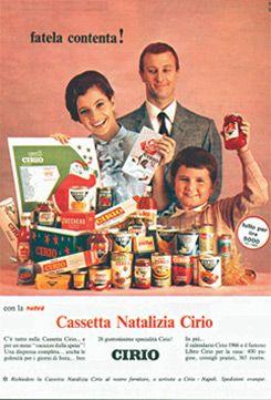 """Pubblicità cassetta natalizia - 1956  Nel periodo natalizio arriva la """"CASSETTA NATALIZIA"""": una confezione multiprodotto contenente una pentola e l""""agenda """"Cirio per la casa"""" in omaggio.  http://www.cirio.it/spot-cirio-memorabilia.php  #cirio #vintage #advertising #art #arte"""