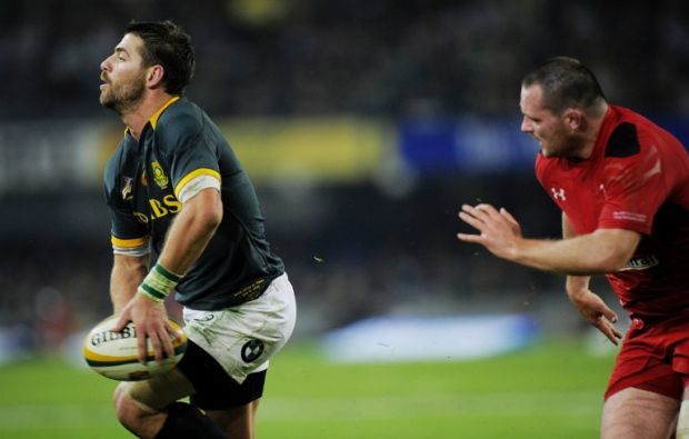 Willie le Roux breaks the Welsh defence