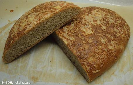 Recept - Dinkelbröd med osttopping