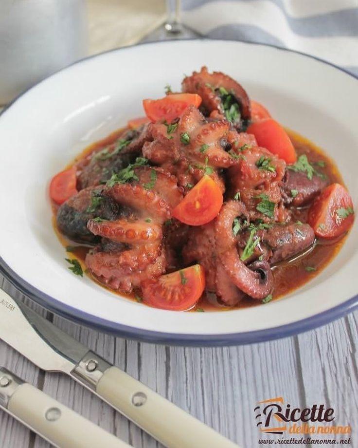 Moscardini del pescatore   http://ift.tt/2b0lSYG #moscardini #datterini  #secondipiatti #secondidipesce #foodporn #vsco #foodstyle #food #cooking #foodstagram #follow #followme #instagood #instalike #instadaily #recipe #italianrecipe #italianfood #ricettedellanonna #good #love #happy #italy #passione #fotooftheday #foodblogger #chef #beautiful #foodpics #vscofood