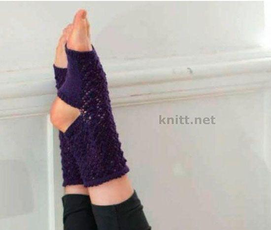 """Носки для йоги без пятки и мыска. Ажурные носочки из мягкой пряжи помогут вам достичь гармонии. Край декорирован узором """"зубчик""""."""