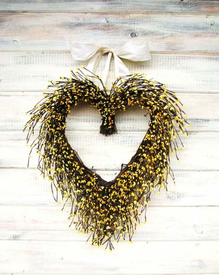 couronne de porte pour l'automne en forme de coeur