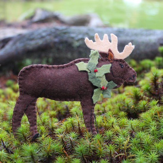 A Maine Moose felt pattern. This guy is all decked out for Christmas and will be a great ornament for your Christmas tree! - This would be great for Brendan & Jaime