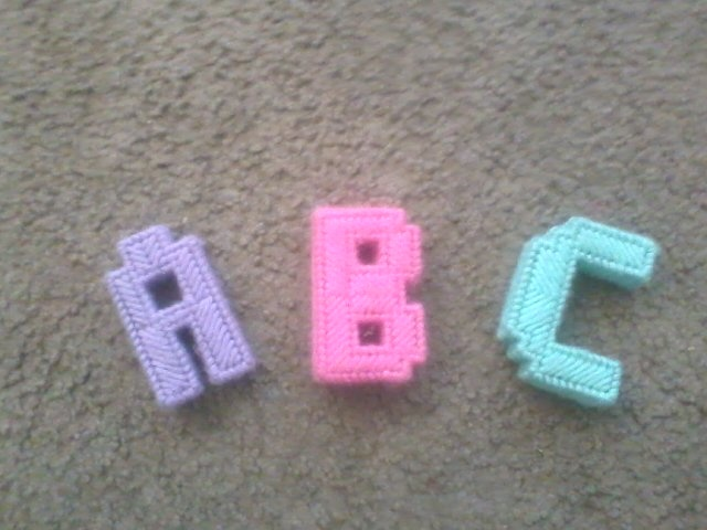 I make these block letters plastic canvas yarn for Plastic blocks for crafts