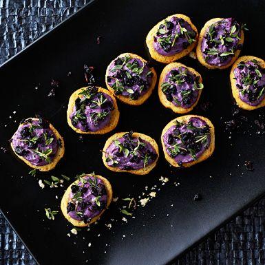Recept: Crostini med getostcrème och blåbär