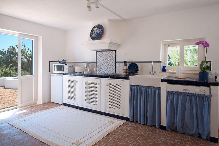 Casa Flor de Sal, Flamingo House kitchenette, Ria Formosa Natural Park, Moncarapacho, Algarve, Portugal. Click to know more about this private sub-tropical paradise!