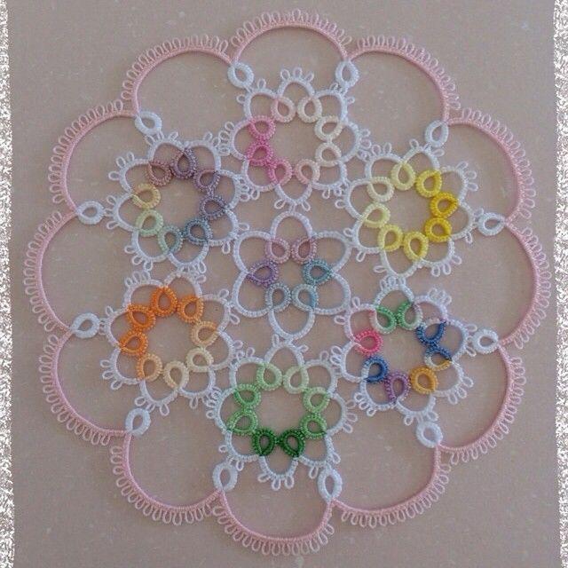 糸を無駄にしたくなくて、余り糸で製作したブーケ ドゥ アムール #タティング #レース #タティングレース #ドイリー #tatting #lace #tattinglace #doily