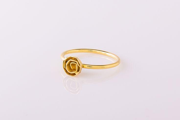 Ring 14 karaat geelgoud met roos. #RoosjesCollectie