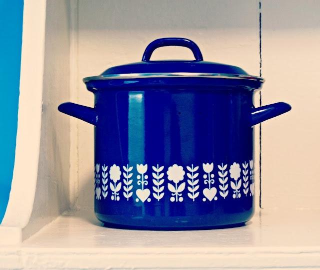 Goodnight PrudenceAcier Émaillées, Kitchens Decor, Enamels Pots, Kitchens Ware, Goodnight Prudence, Cobalt Blue, Blue Enamels, Groovy Pads, Kitschy Kitchens