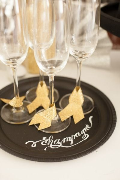 PIN FOR LATER -- get ready for the holidays or new years eve with this fun chalkboard serving plate.