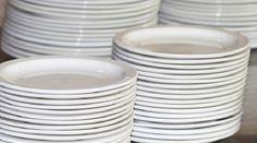 Fabriquer son Liquide Vaisselle Maison. - 1 cuillère à café de bicarbonate de soude - 100 ml de savon liquide neutre (sans parfum et sans colorant) ou des cristaux de soude - 15 à 20 gouttes d'huile essentielle de citron - de l'eau