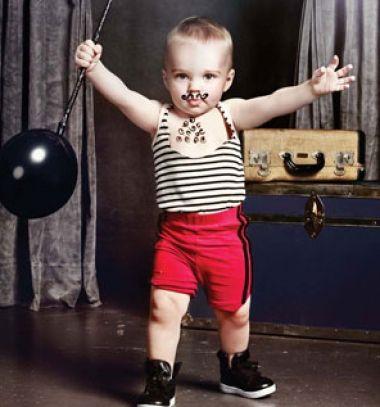 DIY strongman costume with balloon barbells / Cirkuszi erőember farsangi jelmez egyszerűen / Mindy