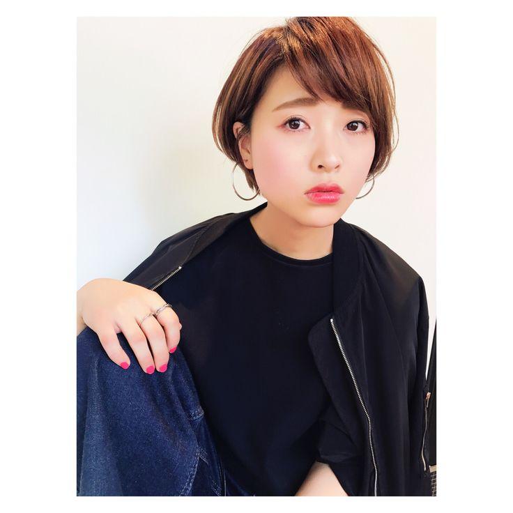 bond_hiroeさんのヘアスタイルスナップ(ID:296296) ハイライトたっぷり、ショートです♡丸顔さんでもすっきりみえちゃう♡