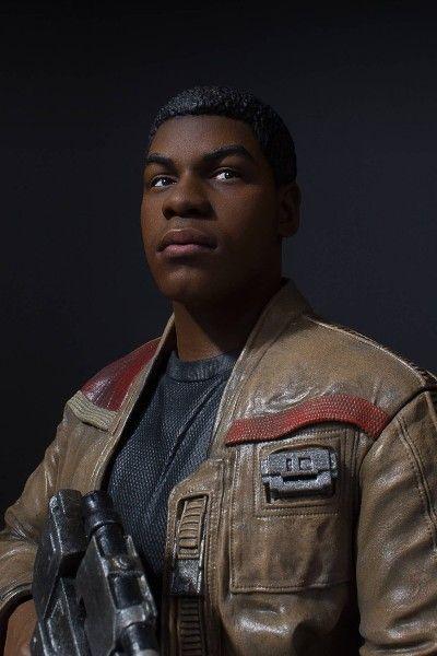 Gentle Giant Star Wars Finn Mini Bust Pic 5.jpg (400×600)