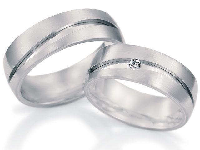 Moderno y preciso diseño  de argollas en oro blanco y diamantes