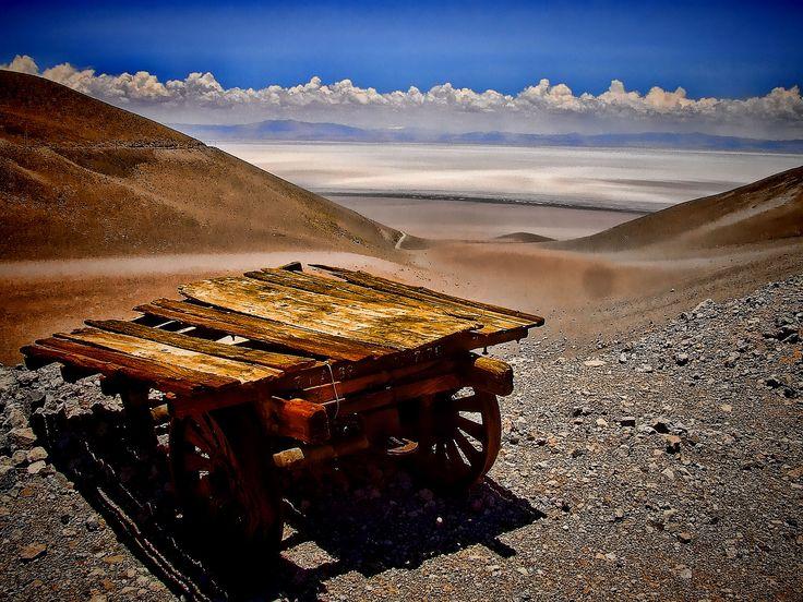 Zorra abandonada junto a las vias del ramal C-14, a poca distancia de Estacio Caipe. Vista al salar de Arizaro  Paso de Socompa - Argentina - Chile Salta - Argentina