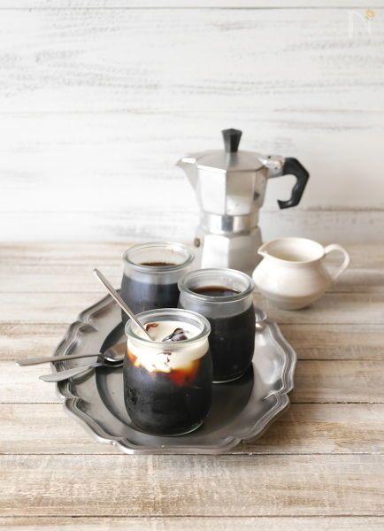 ふるふるした食感が美味しい、コーヒーの香りと苦みが味わえるゼリーです。 朝作っておけば、夜には食べられますよ♪ 食後のデザートにいかがですか?