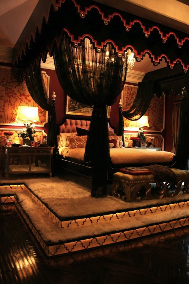 Now this is the bedroom Roimata wants. If nothing else, he wants a canopy bed with dark curtains.
