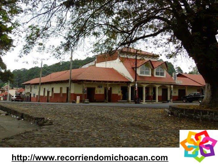 Michoacán te habla de Zacán, un pueblo purépecha donde aún se conservan las tradiciones y la arquitectura tarasca, un lugar donde aun se hablan su lengua autóctona y lo puedes encontrar a 40 km. de Uruapan muy cerca del volcán Paricutín. HOTEL VILLAMONTAÑA http://www.villamontana.com.mx/
