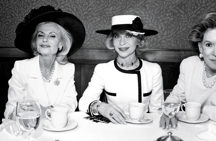 LADIES WHO LUNCH. Lynn Wyatt at Tony's restaurant with Houstonians Pat Breen and Caroline Wiess Law, photographed by Annie Leibovitz in 1998.