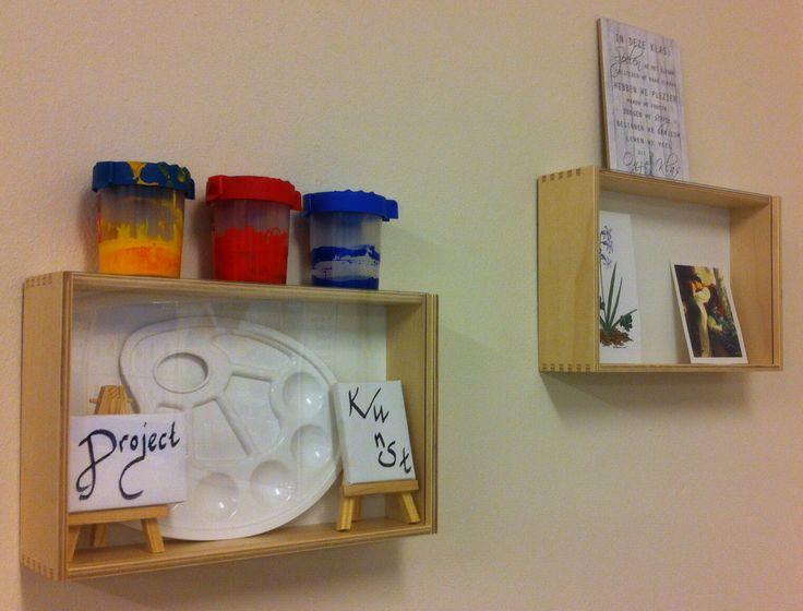 Ikea display kastje voor wisselende displays. (Project) het kastje is afgesloten met een glazen voorkant.
