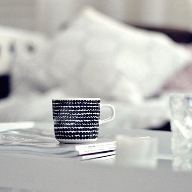 Coffe in the morning and tea in the evening - or vice versa? Which one are you? // #marimekko #marimekkohome #regram // Siirtolapuutarha Cup shot by @pastellimaja by marimekkodesignhouse