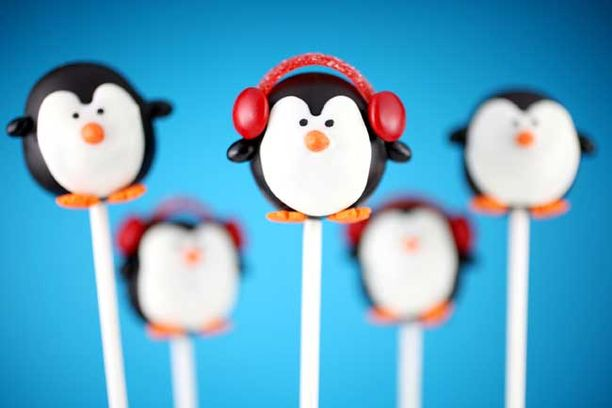 Penguin cake pops by Bakerella.